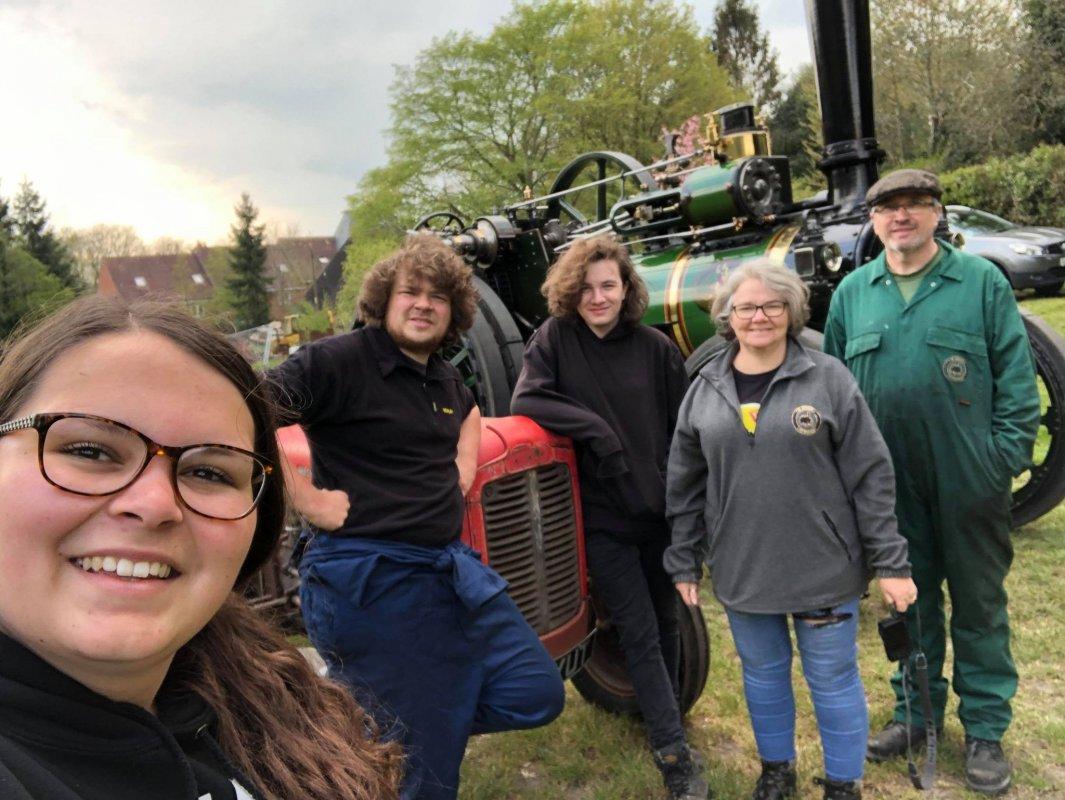 A VTT crew selfie